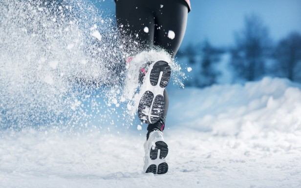 Winter Running Girl 2880 1800 Sports Hd Wallpapers Hd Desktop